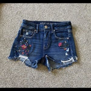 🌿 American Eagle highwaisted embroidered shorts🌿